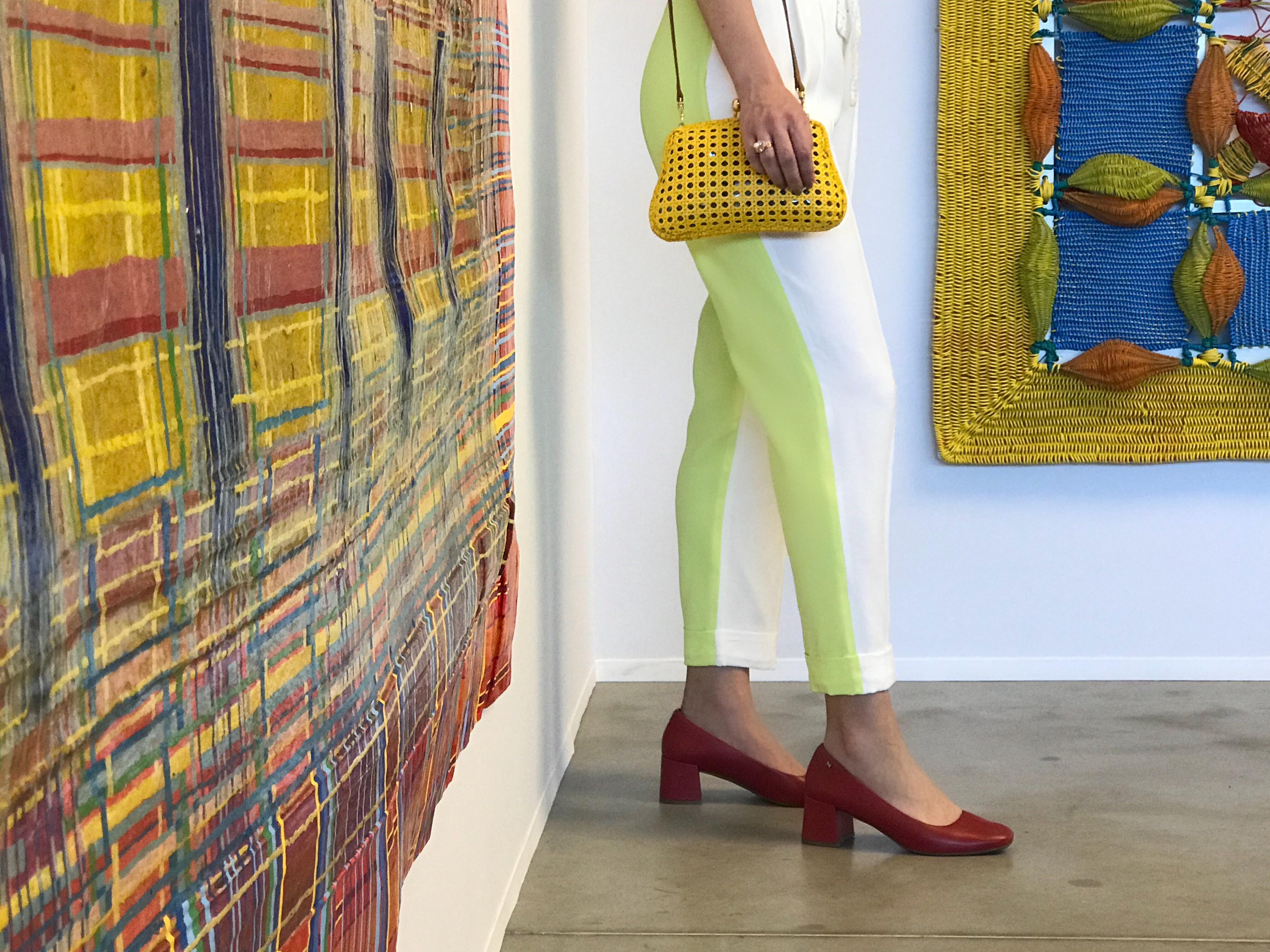 1 Scarpin Vermelho para 5 Looks! Conheça as escolhas para os principais eventos de arte